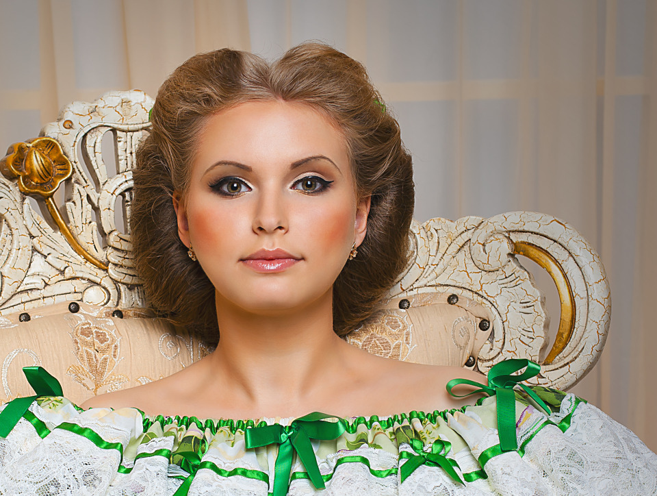 Strange looking model | strange look, female model, throne, hall