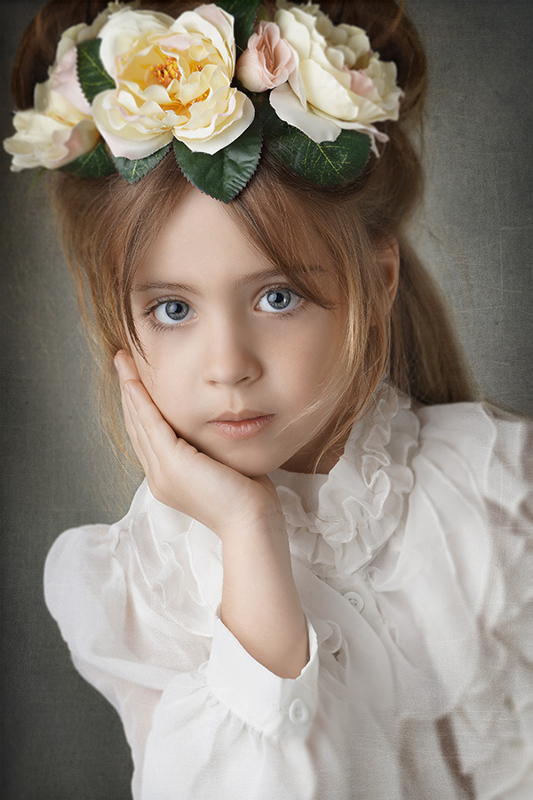 Child with flowers | child, blue eyes, rose, flowers