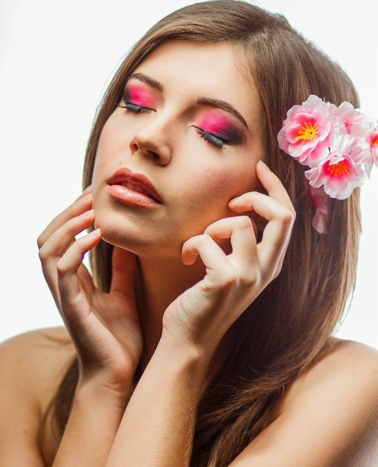 Flowers in hair | flowers, hair, pink lipstick, girl