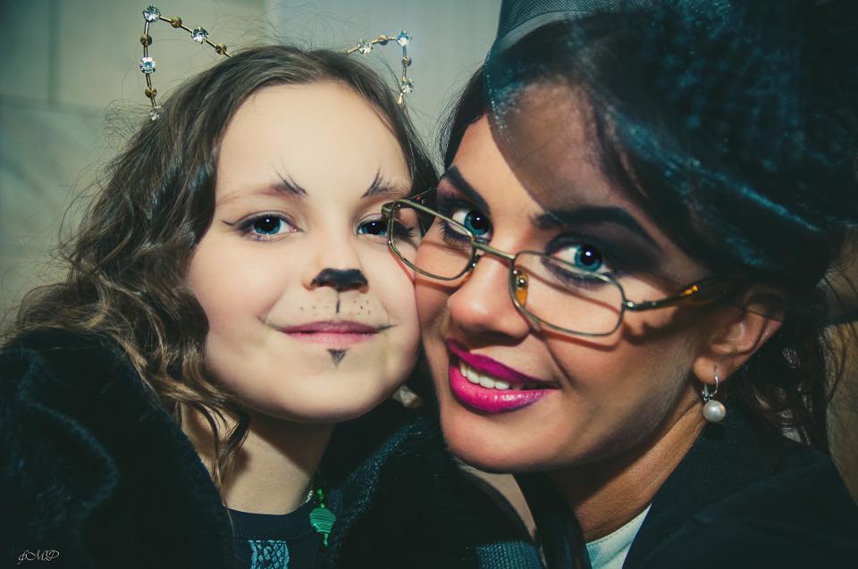 Beautiful woman and little girl | portrait, models, woman, little girl, make-up, brunette, pretty, child, cat