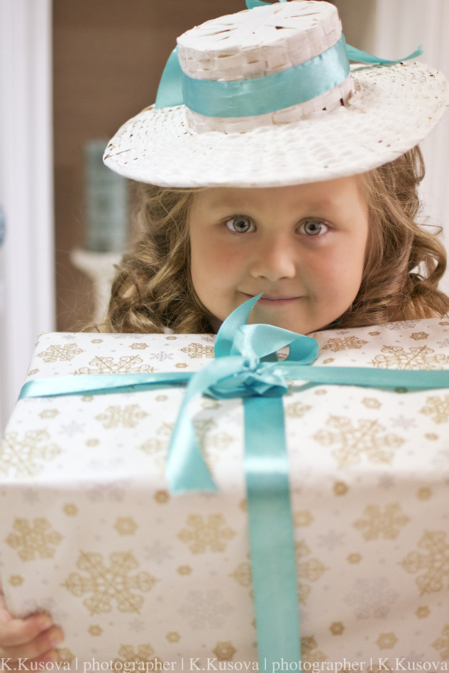 Pretty little girl with her present | portrait, model, little girl, blonde, pretty, hat, New Year, present, curls, smile