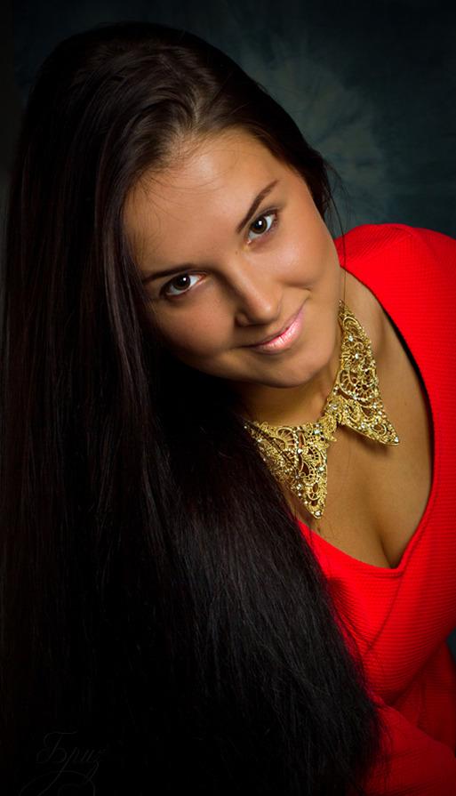 Beautiful girl in in red dress wears huge golden necklace | red dress, smile, golden necklace, smile, long hair, pink lipstick