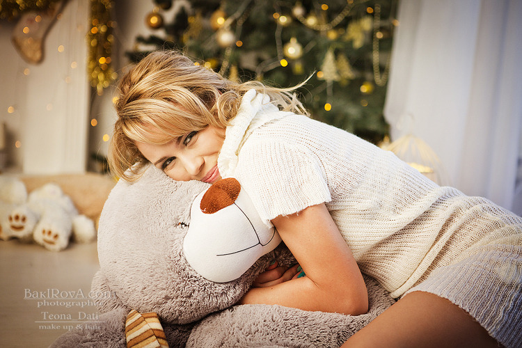 Girl in minimal skirt with teddy bear | teddy bear, cutie, pretty girl, Christmas