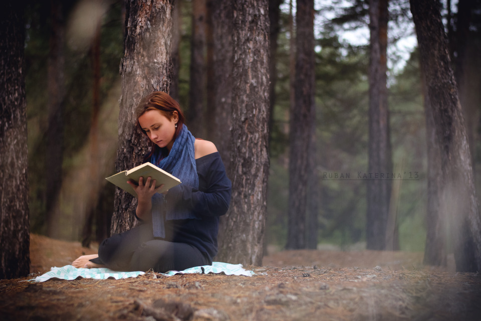 Reading girl in the forest | portrait, model, girl, forest, book, read, coverlet, trees, muffler, light