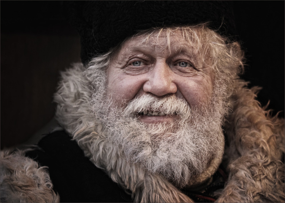 Seller of the Russian dolls | portrait, man, old, kind, grey hair, blue eyes, hat, beard, moustache, Seller