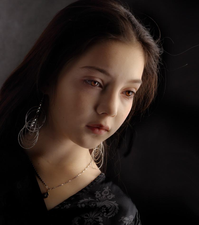 Asian girl crying | asian girl, earrings, pink lipstick