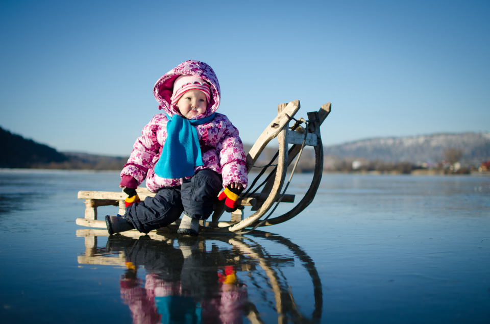 Child on the frosen lake | child, sledge, ice, winter, horizon, blue sky