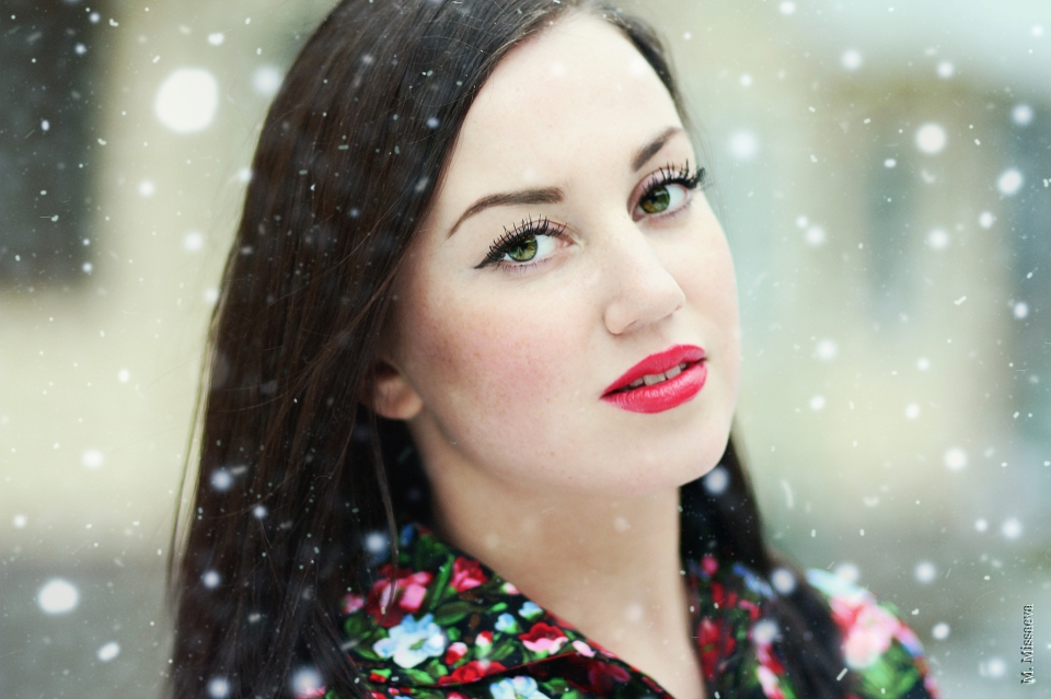 Fat model | fat model, red lipstick, winter, environmental portrait