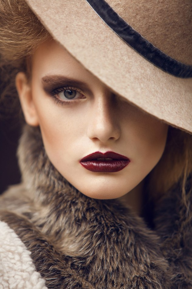 Portrait of a woman in a hat | portrait , woman, beautiful, make-up  , eyes, hat, lipstick, vinaceous, collar, fur