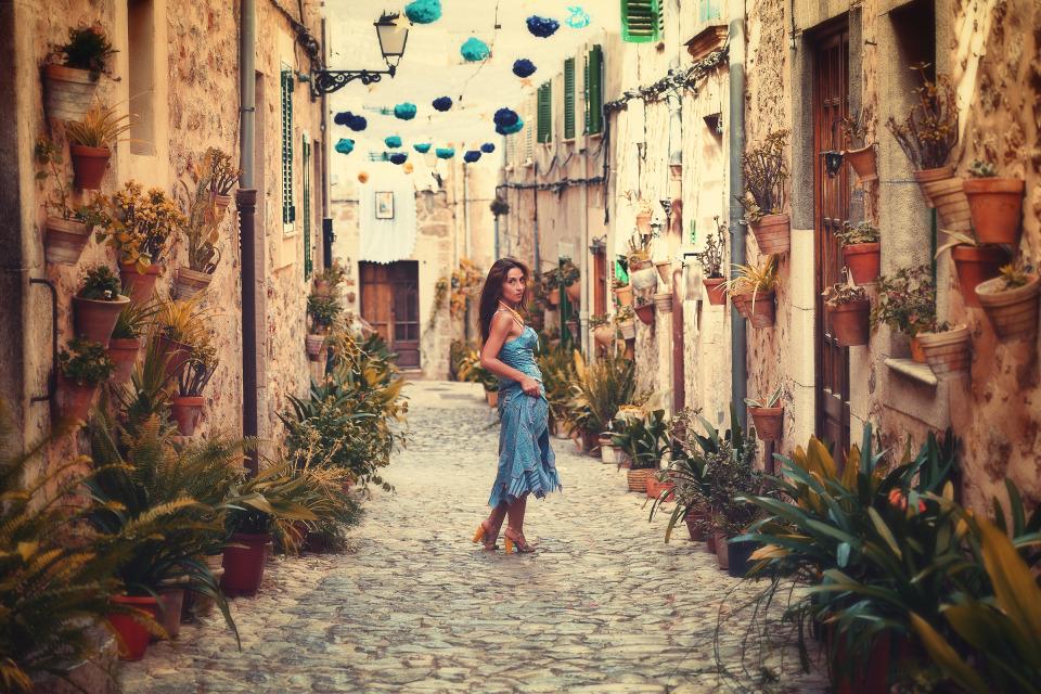 Streets of Majorka | majorka, street, stone-block pavement, flowers