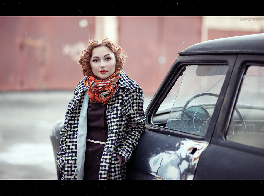 Pin-up girl standing next to the vintage car | pin-up, vintage car, volga, redhead, street, environmental portrait