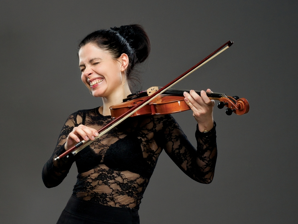 Violinist girl laughing out loud | violing, misician, lol, laugh, bra